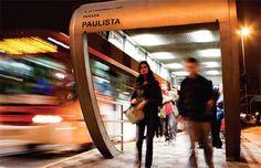 """O """"Vamos Juntas?"""", movimento que convoca mulheres a se unirem por questões de segurança, pretende levar ao Congresso Nacional uma proposta de lei permitindo que as passageiras de ônibus possam pedir aos motoristas para desembarcarem fora do ponto depois das 22h."""