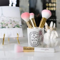 "⠀⠀⠀⠀⠀⠀⠀⠀⠀⠀⠀⠀⠀⠀⠀⠀⠀L I Z  on Instagram: ""Officially the prettiest brushes I own!! This beautiful new white, gold and pink set is from @slmissglam  it also comes with a pink handle  (calendar details can be found in my last photo posted ☺️) #misslizheart #slmissglambeauty"""