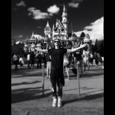 Nuno in Disneyland. The most creepy photo of the happiest place on earth ; Nuno Bettencourt, Disneyland, Concert, Celebrities, Day, Pictures, Earth, Creepy, Instagram