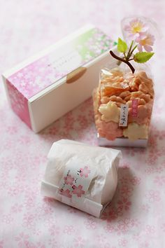 """Sakura sweets are always wrapped pretty (in pink, mostly); whether or not you like it what's inside, that's another story. Japanese Sweets, Japanese Snacks, Japanese Food, Pretty Packaging, Food Packaging, Packaging Design, Packaging Ideas, Mochi, Japanese Packaging"