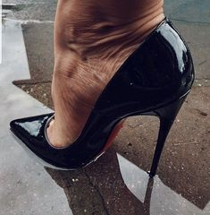 Sexy Legs And Heels, Hot High Heels, Dress And Heels, High Heels Stilettos, Gorgeous Feet, Killer Heels, Stiletto Shoes, Shoes High Heels, Wide Fit Women's Shoes