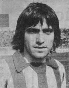 Περσίας Τάκης. Αθήνα. (1957). Μέσος. Από το 1976-1979 & 1980-1985. (168 συμμετοχές 15 goals). Athlete, Sweets, Passion, Football, Memories, Sport, Red, Blog, Soccer