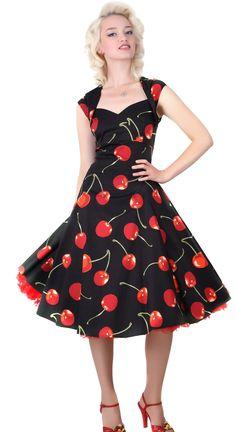 Regina Doll Cherry 50's Mekko   Klassisen kaunis jokaisen Pin-Up tytön unelma! Regina Doll Cherry mekossa on todella ihana kirsikkakuvointi ja pääntie on leikattu tyylikkääseen sydänmuotoon. Pienet hihat ja leveä helma kruunaavat tämän kokonaisuuden. Materiaalina hieman joustava 98% puuvillan ja 2% elastaaanin sekoitus. HUOM! Kuvassa näkyvä tyllihame ei kuulu mekkoon, sen voit ostaa erikseen täältä.
