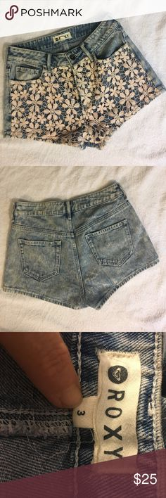 Roxy short shorts. Acid washed short shorts with pink floral lace on the front. All measurements are approx. Roxy Shorts Jean Shorts
