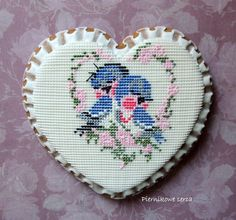 Royal icing petit point blue birds by Piernikowe Serca, posted on Cookie Connection. A stunning beauty!