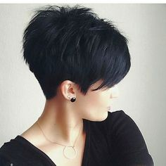 If I would ever cut my long long hair this would be my haircut! I just love this!