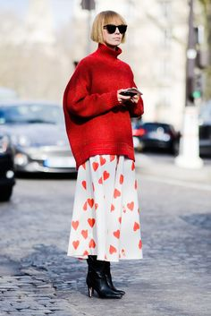 Street Style Inspiration The Best Street Style From Paris Fashion Week Fall 2018 you can find similar pins below. Fashion Week Paris, Paris Street Fashion, Fall Fashion Trends, Winter Fashion, Fashion Weeks, Fall 2018 Fashion, Autumn Fashion Over 40, Look Street Style, Street Style 2018