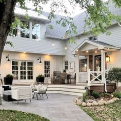 Farmhouse Exterior Design Ideas - The farmhouse exterior design absolutely shows the whole style of your home and also the household practice also. The modern farmhouse style is not just for. Future House, Design Exterior, Patio Design, Exterior Colors, Exterior Paint, Door Design, Dream House Exterior, House Ideas Exterior, House Exteriors