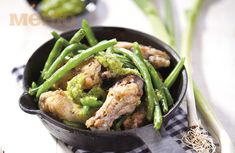 Chicken wings with green beans and garlic sause