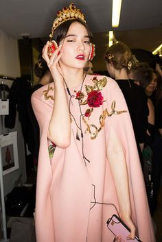 Dolce & Gabbana Fall 2015 Ready-to-Wear Fashion Show: Beauty - Style.com