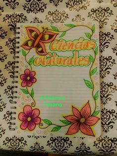 es hermoso y me sirvió mucho :-) Notebook Art, Notebook Design, Page Borders Design, Border Design, Flower Sketches, Art Drawings Sketches, Stencil Designs, Designs To Draw, File Decoration Ideas
