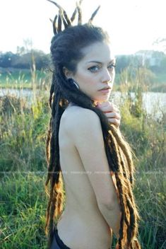 A part of me has always wanted to dread my hair. I think it's so beautiful! :: #dreadstop