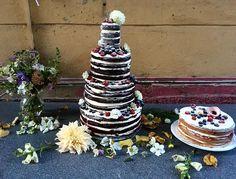 Čokoládový mud cake s lesním ovocem.