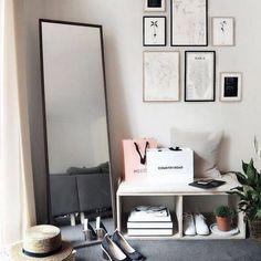 gorgeous cozy dorm room ideas you'll want to copy 2 Room Decor Bedroom, Interior Design Living Room, Cozy Dorm Room, White Desk Office, Minimalist Bedroom, Minimalist Living, Minimalist Decor, My New Room, Room Inspiration