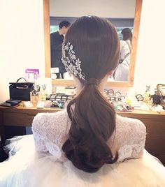 Pin by Min Jee on Wedding in 2019 Wedding Ponytail Hairstyles, Bridal Hairdo, Hairdo Wedding, Bridal Hair And Makeup, Bride Hairstyles, Hair Makeup, Korean Wedding Hair, Hair Style Korea, Korean Bride