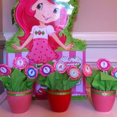 Strawberry Shortcake lollipop flower pots for birthday party