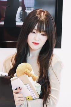 Irene-Redvelvet 190729 Incheon Airport to HongKong South Korean Girls, Korean Girl Groups, Asian Woman, Asian Girl, Kim Yerim, Red Velvet Irene, Seulgi, Beautiful Soul, Kpop Girls