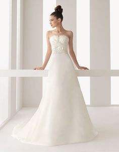 Charming strapless sleeveless organza wedding dress $387.00