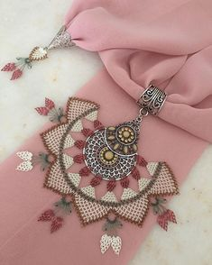 Image may contain: jewelery Tesettür Abiye Modelleri 2020 Point Lace, Patchwork Patterns, Scarf Jewelry, Needle Lace, Bargello, Crochet Accessories, Linen Fabric, Handicraft, Needlework
