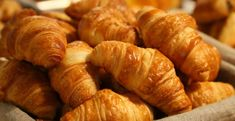 The January is National Croissant Day in the UK and also the USA. However, there's no such day in France as the croissant is a staple breakfast item. It's the equivalent of toast and marmalade in the UK. Homemade Croissants, Chocolate Croissants, Paris Food, Healthy Sweet Snacks, Eating Healthy, Clean Eating, Flaky Pastry, Brunch Spots, French Pastries