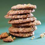Cookies con fiocchi d'avena, pistacchi e cioccolato bianco Oggi sul blog! Oatmeal cookies with pistachios and white chocolate On the blog today! Link in bio