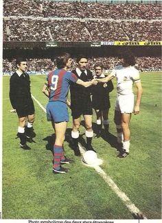 Barcelona v Valencia. Johan Cruyff and Mario Kempes