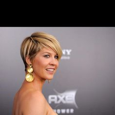 Jenna Elfman's short hair.