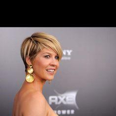 Jenna Elfman's short hair.