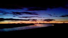 El Anochecer a la orilla del río Chubut - Rawson Chubut Argentina.