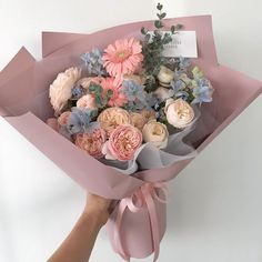 Hairstyles and Beauty: The Internet`s best hairstyles, fashion and makeup pics are here. Boquette Flowers, Luxury Flowers, My Flower, Planting Flowers, Beautiful Flowers, Wedding Flowers, Bouquet Of Flowers, Beautiful Flower Arrangements, Floral Arrangements