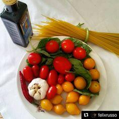 #ViaggiatoridelGusto da #ischia grazie a: @felixrusso Tutti i colori della fantastica #cucinamediterranea Il MERAVIGLIOSO Gusto della #cucinacampana Stasera #spaghetti ai #saporiischitani #pomodoridelpiennolo #cilieginirossi #cilieginigialli...