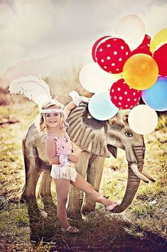 Mm what a big trunk! Halloween Circus, Family Halloween Costumes, Holidays Halloween, Circus Family Costume, Halloween 2020, Circus Theme Party, Carnival Birthday Parties, Circus Birthday, Clown Party