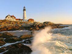 The Wave, Portland Head Light House, Cape Elizabeth, Maine.   par pedro lastra