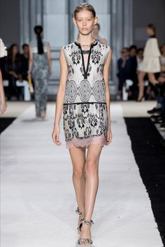Sfilata Giambattista Valli Parigi - Collezioni Primavera Estate 2015 - Vogue / #MIZUstyle