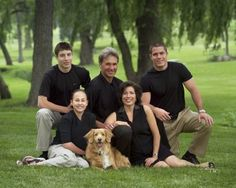 Family of 5 pose Adult Family Poses, Large Family Poses, Family Of 6, Family Picture Poses, Family Photo Sessions, Fall Family, Family Posing, Family Photos, Adult Family Pictures