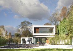 #White, #modern, #Surrey, #Lodge, #swimming, #Pool, #Garden