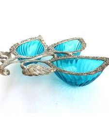 his unique serving tray is designed to look stylish, contemporary and yet traditional. Drawing inspiration from the days of Royalty, when serving trays were made of silver, this beautiful mix of white metal Antique Jewellery Online, Mermaid Cove, Aqua Glass, Quirky Home Decor, Shades Of Purple, Tiffany Blue, Aqua Blue, Decorative Bowls, Serving Trays