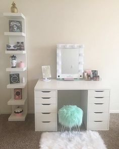 60 Lovely Makeup Rooms Decor Ideas And Remodel Makeup Room Decor, Makeup Rooms, My New Room, My Room, Ikea Linnmon, Rangement Makeup, Vanity Room, Glam Room, Beauty Room