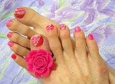 peppermint candies on my toe nails Pretty Nails - Nail Art Design Flower Toe Nails, Pink Toe Nails, Simple Toe Nails, Summer Toe Nails, Cute Toe Nails, Feet Nails, Flower Nail Art, Toe Nail Art, Pink Toes