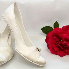 Svadobné lodičky farba ivory hrubý opatok, svatební lodičky slonová kost hrubý podpatek, wedding pumps ivory colour Heels, Fashion, Moda, La Mode, Shoes High Heels, Fasion, Fashion Models, Heel, Trendy Fashion