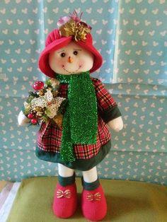 By Elizabeth Sanchez Elf Christmas Decorations, Christmas Elf, Christmas Crafts, Diy And Crafts, Crafts For Kids, Crochet Snowman, Soft Sculpture, Crafty Craft, Jingle Bells