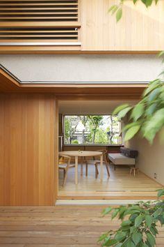 守谷の家の写真が上がってきました。 ハウスメーカーの分譲地の中にひっそりと佇む住まいです。  沖縄の伊是名島に銘苅家という住宅があります。 ...