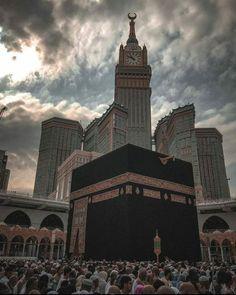 Jumuah Mubarak Quotes, Mecca Kaaba, Islamic Quotes Wallpaper, Mekkah, Islamic Images, Empire State Building, Beautiful Images, Paris France, Notre Dame