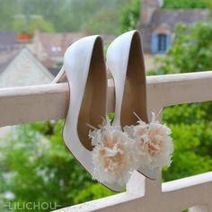 Flower Shoes clips - Brand : Lilichou - Made in France #lilichou #shoeclip #accessory #bride #brideshoes #wedding #weddingaccessories www.lilichou.fr