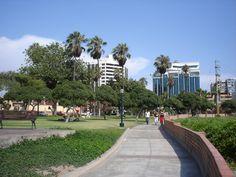Vista de Miraflores por el Malecon. #lima #miraflores