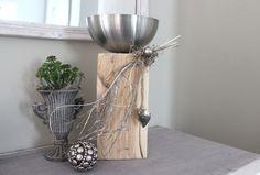 KL55 – Kleine Säule dekoriert mit natürlichen Materialien,einem Edelstahlherz und einer Edelstahlschale! Preis 54,90€ Höhe 40cm Metallpokal 12,90€ (ohne Pflanzen) Höhe 20cm