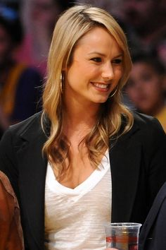 Stacy Keiblers casual, blonde hairstyle