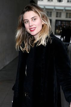 Ellie Rowsell (Wolf Alice) [Of course, I'm in love. Look at that sweet face.-Trend]
