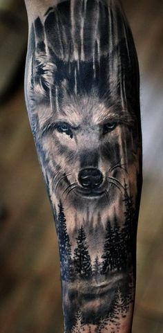 As 60 melhores tatuagens de lobo Animal Sleeve Tattoo, Nature Tattoo Sleeve, Arm Sleeve Tattoos, Tattoo Sleeve Designs, Wolf Tattoo Forearm, Cool Forearm Tattoos, Badass Tattoos, Body Art Tattoos, Tatoos