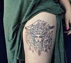 Medusa tattoo, girl leg. Sicilian trinacria tatuaje - by Ana Maturana